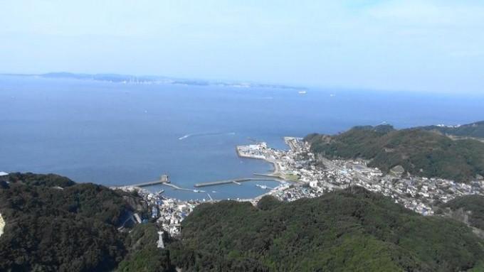 鋸山から神奈川を臨む
