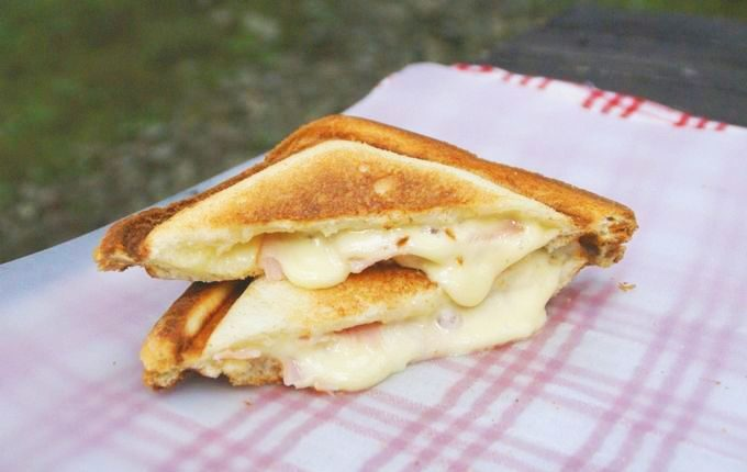 チーズたっぷりホットサンド