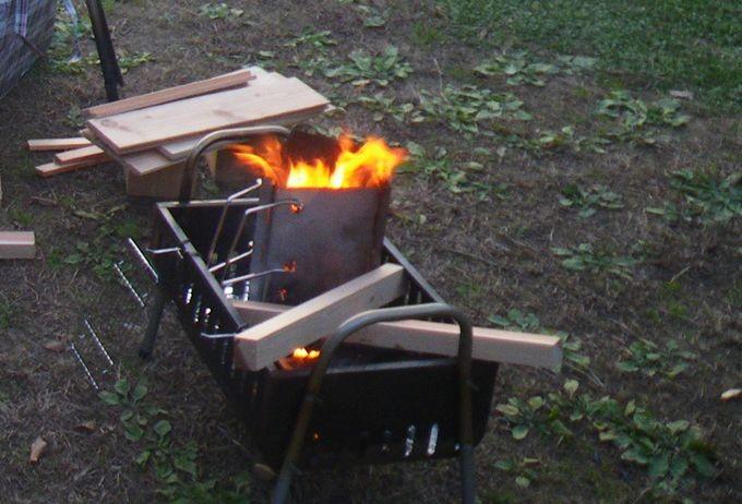 バーベキューコンロで焚火