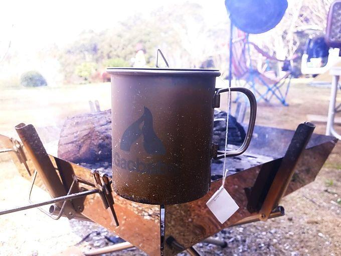 シングルチタンマグカップを直火にかける