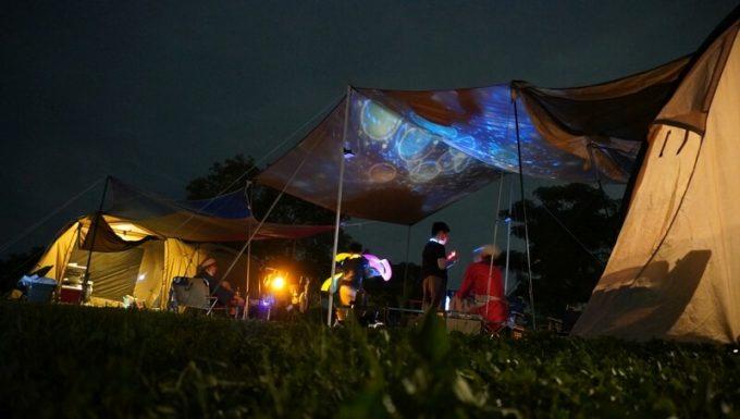 キャンプでプラネタリウム