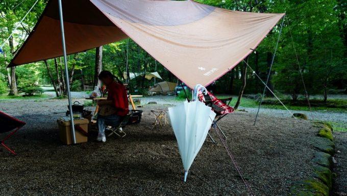 キャンプで便利な長い傘