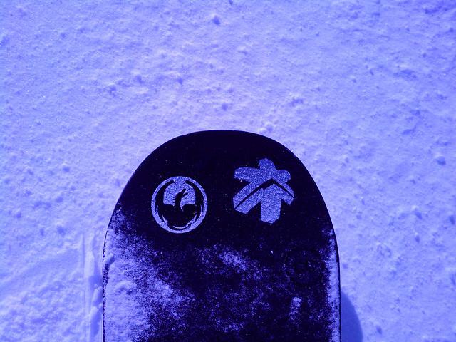 スノーボードにステッカー