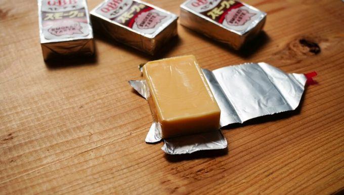 チーズのパッケージを燻製に使う