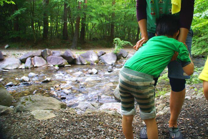 川遊びで濡れる