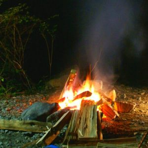 直火サイトで焚火