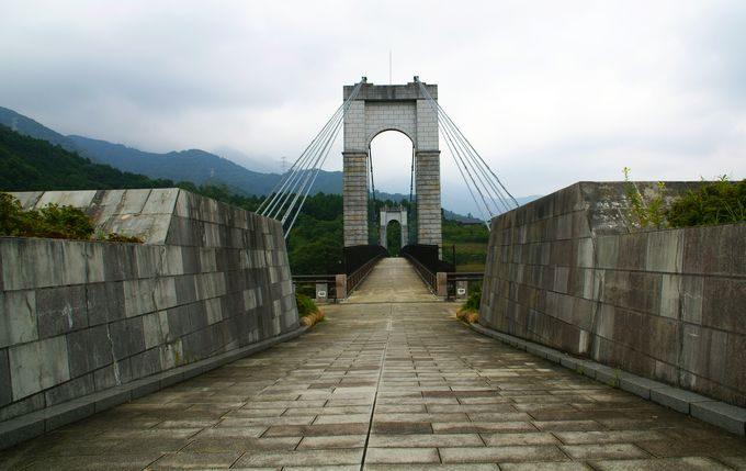 風の吊り橋を渡る