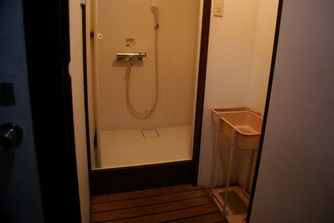 なみのこ村のシャワー室内部
