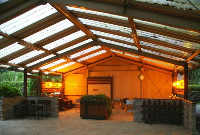 屋根付き野外BBQ場