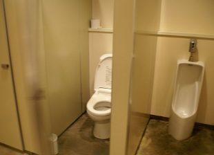 サニタリー棟のトイレ