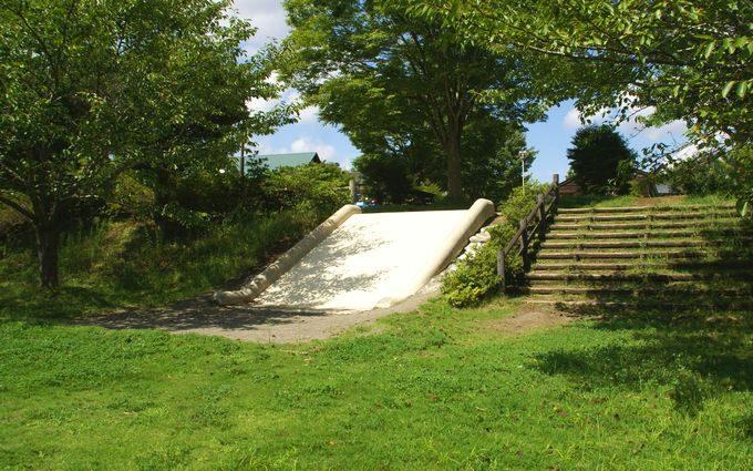 稲ヶ崎キャンプ場 自由広場の滑り台