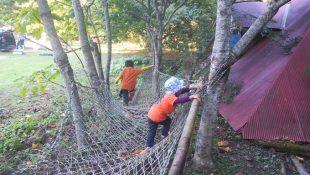 子供スペースのネットで遊ぶ