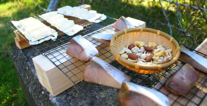 燻製前の食材たち(ブリ、チーズ、ナッツ)