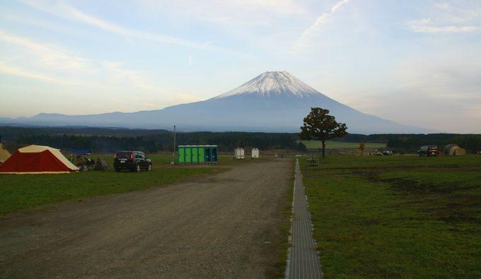 ふもとっぱらの中央から富士を望む
