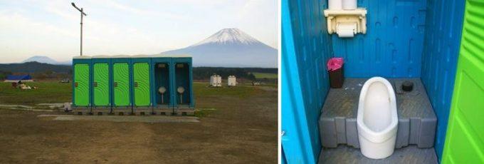 中央の仮設トイレ