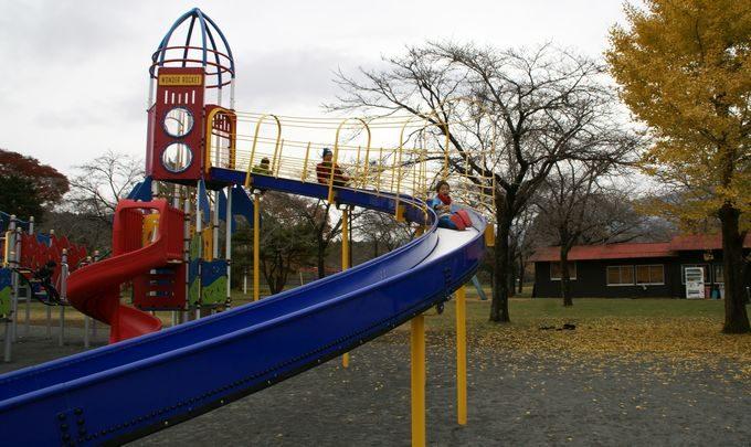 もちや遊園地の滑り台