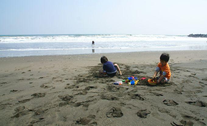 一宮海岸で砂遊び