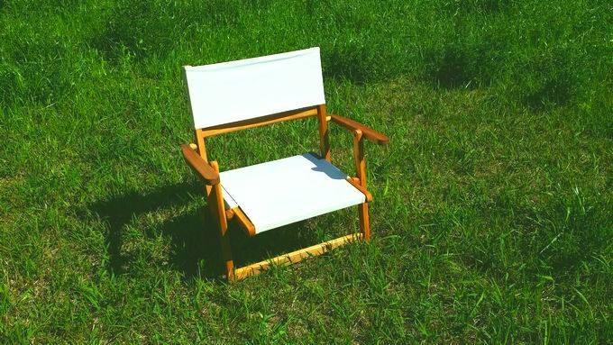 芝生で使うニトリの木製ローチェア