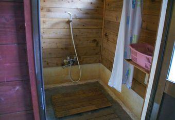 オートキャンプ場志駒のシャワー室