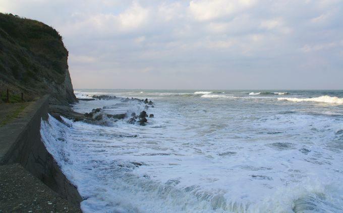 津々ヶ浦の荒波