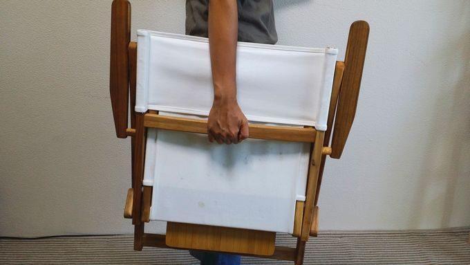 ニトリの木製ローチェアとバカンスのバンブーテーブルを持ち運ぶ