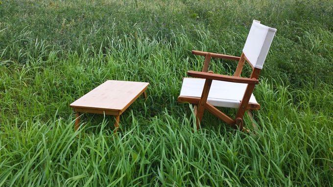 ニトリの木製ローチェアとバカンスのバンブーテーブル