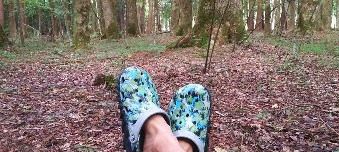 クロックス(crocs) Duet Max Camo II Clogsを履く