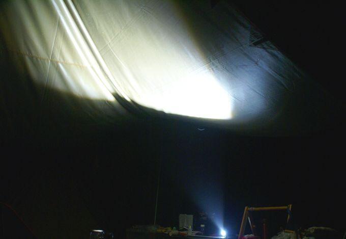 ヘッドライトの間接照明 近くで撮影