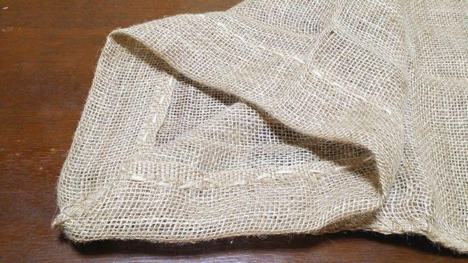麻袋を、麻ひもで縫う