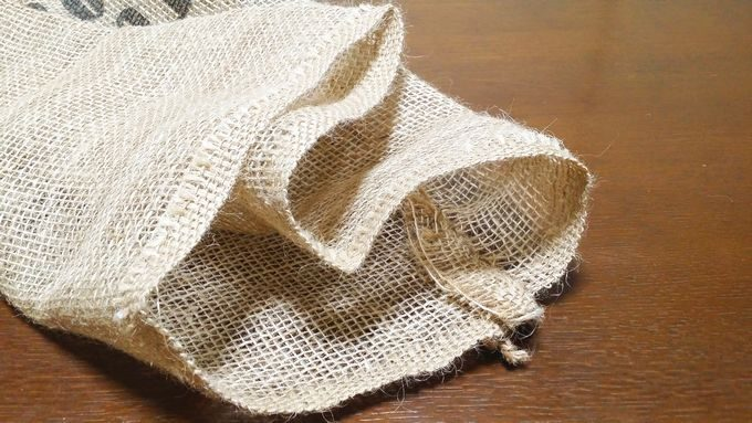 麻袋の縫製前