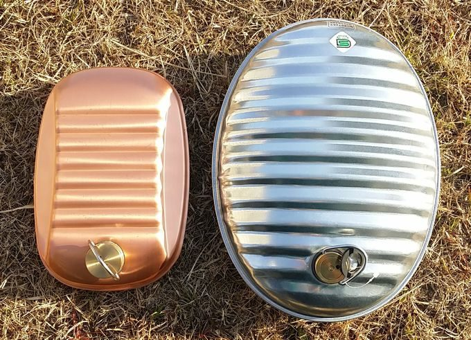 新光金属 純銅製 湯たんぽ 小(1.2L)とマルカ湯たんぽA(3.5L)の比較 縦サイズ