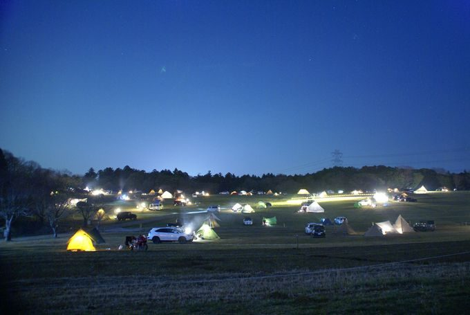 森のまきばの夜景 AC電源付きサイトNo.1の前方から