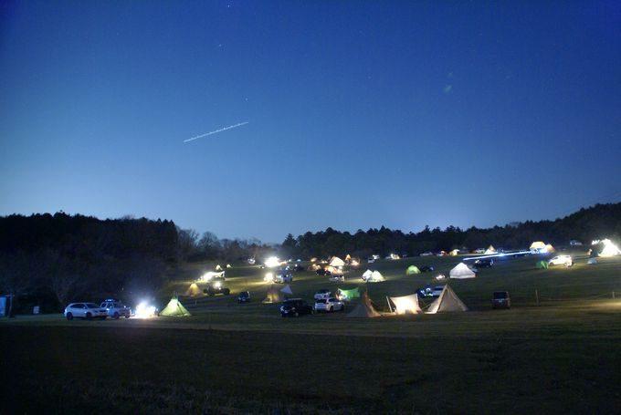 森のまきばの夜景 AC電源付きサイトNo.6の前方から