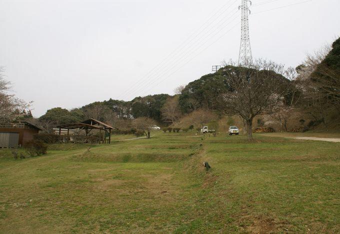 大原上布施オートキャンプ場 上段サイト 右奥から中央の眺め