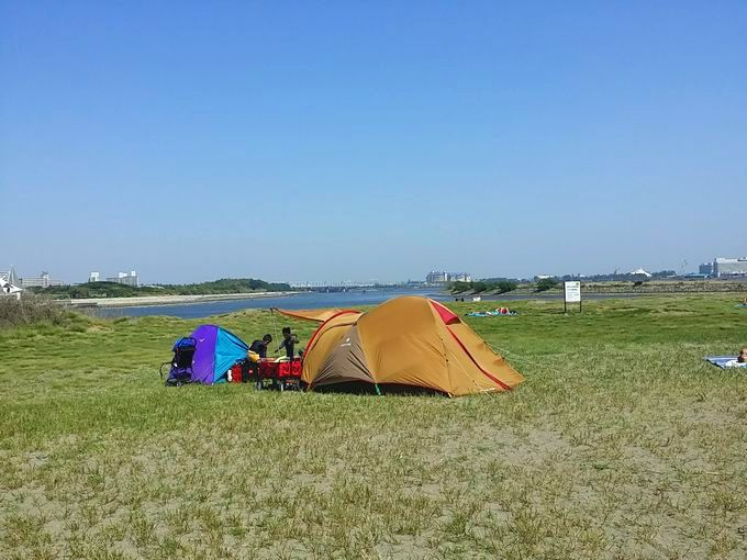 強風の中テントを設営する方法