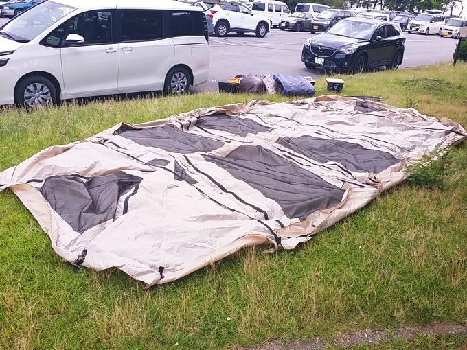 市原海釣り施設の駐車場脇でテントを乾燥