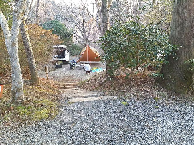 有野実苑オートキャンプ場のサイトBの能動近くのプライベート感の高いサイト