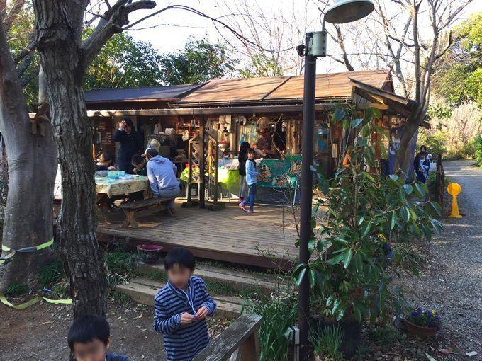 有野実苑オートキャンプ場のサイトA~C中央のクラフト広場