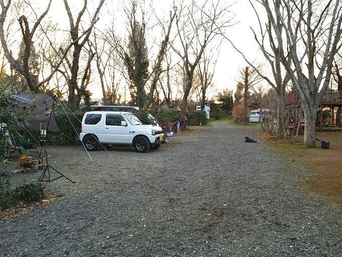 有野実苑オートキャンプ場のサイトDの通路