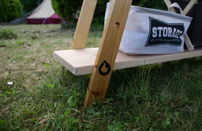 キャンプステンシル(キャンステ)で自作ラックの脚にロゴを刻む(黒)