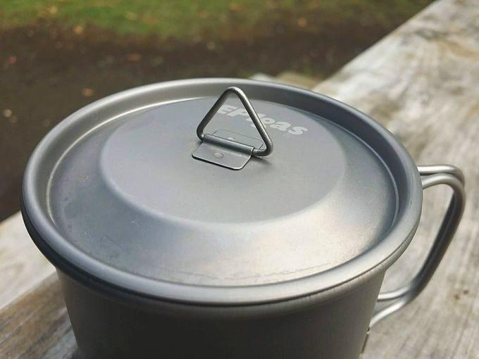 EPIgasのシングルチタンマグカップの蓋の取っ手