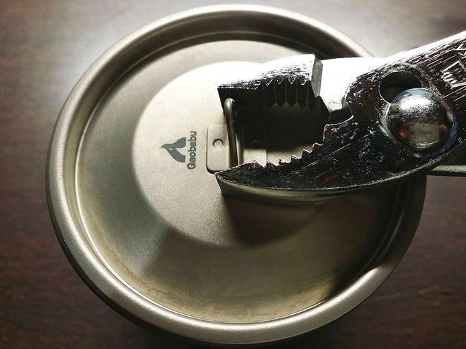 Gaobabu(ガオバブ)のチタンマグカップの蓋の取っ手を自立するように調整