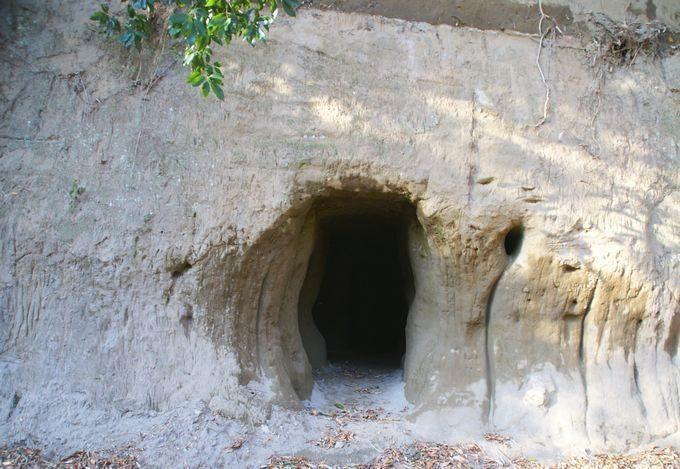 柿山田オートキャンプガーデンのリバーサイトの洞窟