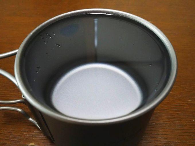 Lixadaシングルチタンマグカップ(350ml)に350mlの水を入れる