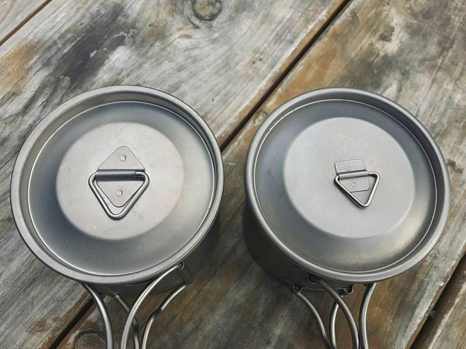 LixadaとEPIのシングルチタンマグカップを比較 (蓋)