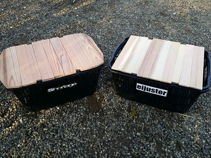 買い物カゴと天板をキャンプの収納道具として使う