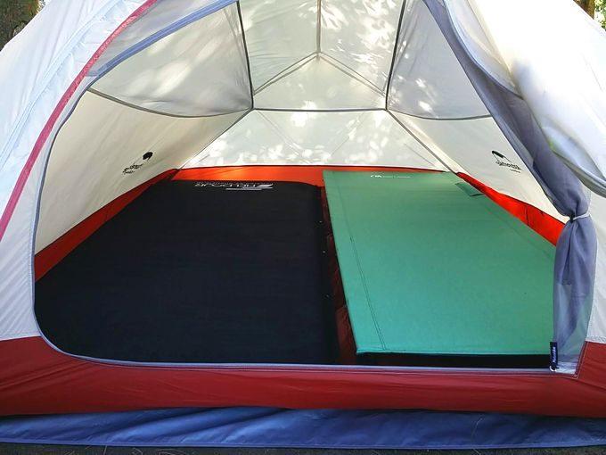 ネイチャーハイクのテント 2つの寝床だと快適に寝られる
