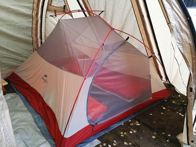 ネイチャーハイクのテントを大型テント(カマボコテント2)に入れる