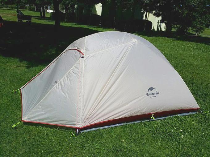 ネイチャーハイクのテントを設営 フライシートをペグダウン