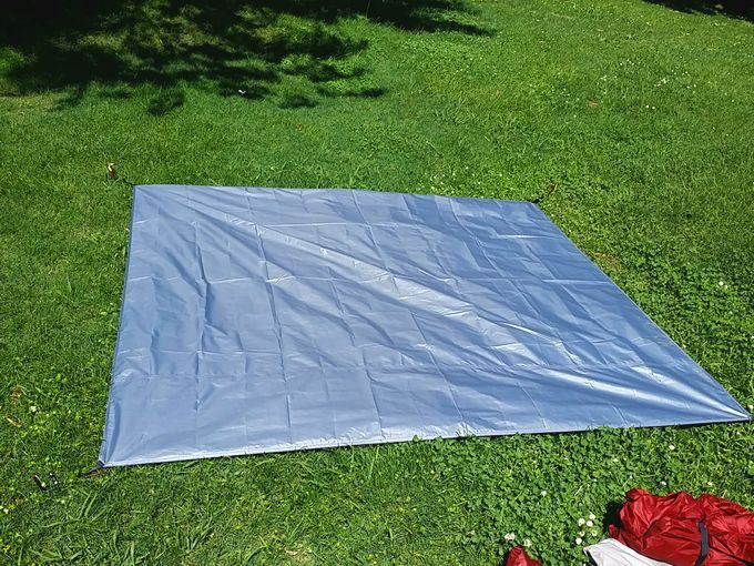 ネイチャーハイクのテントを設営 グランドシートを敷く